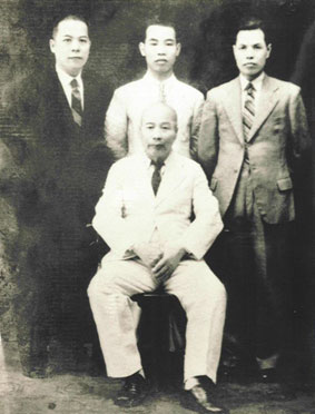 Chan Hon Chung (uprostřed) - Lam Sai Wing