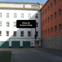 Vstup do budovy školy