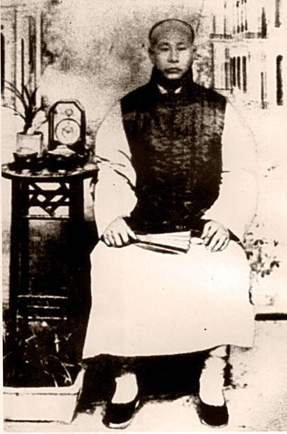 Huo Yuanjia (霍元甲 / 1867-1910), mistr stylu Mízōngyì a zakladatel Chin Woo asociace